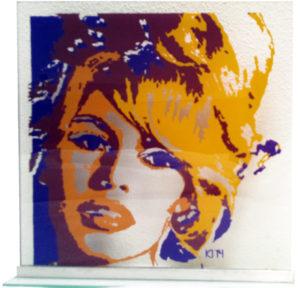 brigitte bardot portret op glas