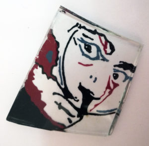 een schilderijtje van glas als sieraad